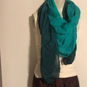 NWOT Green Large/Long Scarf /Wrap